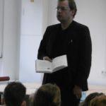 Herr Bertram liest.