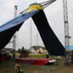Das Zelt wird abgebaut.